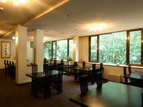 1F【レストラン】落ち着いた空間でお食事を。