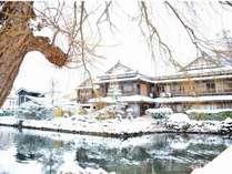雪の中にひっそりと佇む渡月庵は、冬の和倉の風物詩となっております。