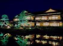 渡月庵の夜のライトアップは和倉温泉の見所の一つとなっております。