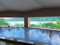 【大浴場】お湯は強い酸性の硫黄泉で、殺菌効果や美肌効果があります。
