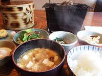 朝はからだに優しいあったか和定食をご用意します☆