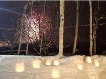雪まつりの花火と白い星のスノーキャンドル