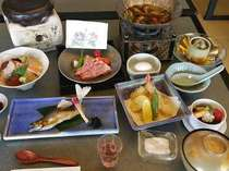【7/1~8/31期間限定】「飛騨牛石焼ステーキ」「鮎塩焼き」「海鮮チラシ寿司」~夏のからくり会席~