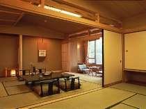 ■観月-kangetsu-■2間続きのゆったりとした客室。マッサージチェアでリラックスできる