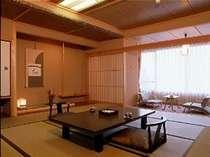 和室12.5畳のお部屋美しい田園風景と夜景をお部屋からご覧いただけます