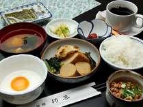 日替わりで福井のおいしいご飯と地元の食材を中心とした和食を食堂にてご用意いたしております。