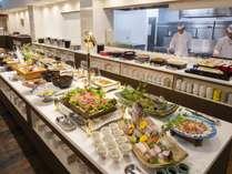 ■夕食(ハ゛イキンク゛)/多種多様な料理をご準備。