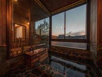 特別室【岩風呂】/温泉を引き湯。