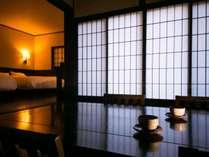 客室「山桜」はシックな雰囲気も良く似合います。
