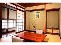 「井山の間」      癒しとくつろぎの空間六畳の和室