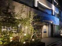 ホテル外観(夜景)
