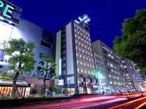 【ホテル外観(夜)】JR岡山駅東口から約徒歩5分!