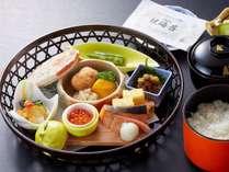 和定食の朝食イメージ(器やお料理内容は変更になる場合があります)