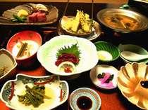 *お夕食一例。地物と旬の素材を使用した和食膳を召し上がれ!