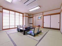 *デラックス和室15畳(客室一例)/山の彩りを愉しみながら、ちょっぴり贅沢な休日をお過ごし下さい。