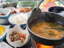 *朝食/目の前で温めるお味噌汁は好評です!
