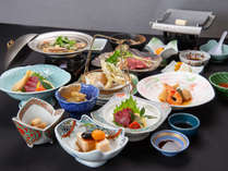 *夕食一例/地元の食材を使った季節のお料理をご用意しております。