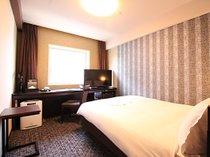 シングルルーム・スタンダードダブルルーム お部屋の広さは17.1平米 ベッド巾はダブルサイズ140cm巾