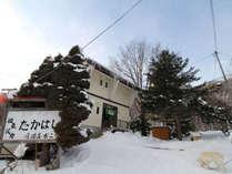 ■外観(冬)一例/名湯の北湯沢温泉にあるグルメ&天然温泉のある民宿たかはしへようこそ!