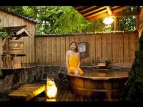 日本酒「やたがらす」の桝酒を自由に頂ける露天(夏季の設置は無)