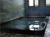 【貸切風呂】館内2つの湯は、どちらも源泉100%掛け流し。貸切利用は無料。
