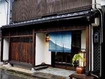 【中島屋旅館】源泉100%の貸切風呂と、季節のお花でおもてなし。