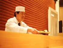 お料理は温かいうちに1品ずつ大切にお客様へご準備。