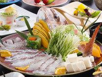 鯛を湯に通した瞬間に鮮やかな色へと変化する 桜鯛のしゃぶしゃぶ鍋