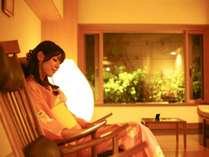 【貸切半露天風呂】落ち着いた雰囲気の湯上り処でのんびり(要予約3000円税別/45分)