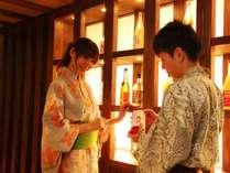 【時季のレストラン梅鉢亭】色とりどりの和歌山産梅酒を40種以上取り揃えております。