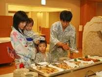 【夕食バイキング】和洋中 約40種類のバイキング。お子様の食べやすいお料理もいっぱい!