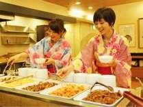 【夕食バイキング】季節の旬コーナーや日替りメニュー等、子供から大人まで楽しめるお料理が勢揃い(一例)
