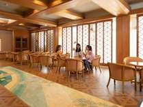 【ティーラウンジ桜貝】1階ロビーの喫茶コーナー。 ゆったりとしたお時間をお過ごしください。