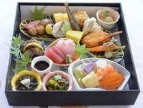 ご夕食【会席弁当】7品のお料理で構成された会席弁当となっております。