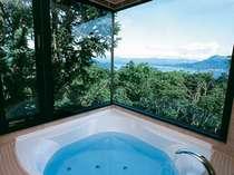 洞爺湖を眺めながら入れるデラックスルームのお風呂です