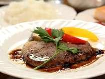 【夕食】肉料理一例。