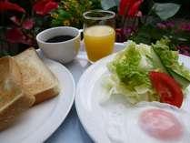 手作り無料朝食の一例 am6:00~am9:00 パン・ごはん・コーヒーなど 軽いお食事です