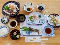 *【夕食一例】山菜や川魚などを使用した季節の和食です。