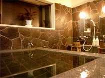 """当館のお風呂は美作では古くから""""美肌づくりの湯""""として親しまれているラジュウム温泉です。"""