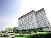 壮大な琵琶湖畔に佇む琵琶湖マリオットホテル