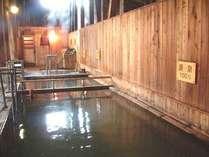 大浴場は写真の源泉100%をはじめ、源泉50%・気泡湯・浸頭湯等様々な浴槽があります。