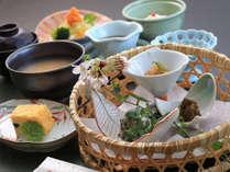 【朝食一例】身体に優しい薬膳朝食。旬の地元食材を使った和会席