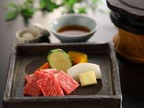 ■信州産の黒毛和牛の溶岩焼きはさっぱりとおろしポン酢でいただく 夕食一例