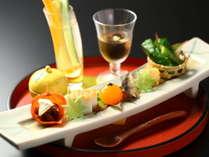 旬の食材との対話で創る美味。夕食一例