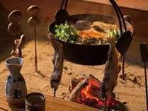 12代当主自慢のちゃんこ鍋や囲炉裏で焼く川魚や農園野菜をお楽しみ下さい♪