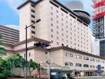 ホテル外観〇千葉みなと駅から徒歩2分、駐車場あり1泊1000円