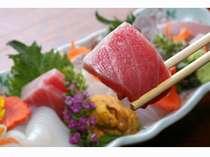 トロと地魚入りの季節のお刺身5種盛り例。