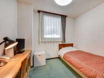 *シングルB・C(客室一例)/シンプルながら機能的なお部屋はビジネスに最適!