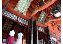 出羽三山神社 三神合祭殿 茅葺屋根の荘厳な建物