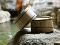 古事記、枕草子にも登場の神の湯・玉造温泉には職人の手造りの桶が似合います。